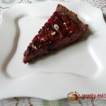 Вишнево-смородиновый чизкейк, покрытый шоколадом